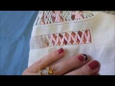 Vídeo 28 vainica hojas de guipur - YouTube Hand Embroidery Stitches, Lace Embroidery, Plastic Canvas Stitches, Drawn Thread, Point Lace, Knitting Patterns, Diy And Crafts, Cross Stitch, Sewing