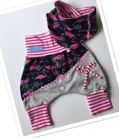 Dieses tolle Set ist aus kuscheligem Sweatstoff(innen weich angeraut). Die Hose wächst Dank Bündchen eine Größe mit. Extra hohes Bauchbündchen, kann auch umgeschlagen werden. Hose aus... Toddler Outfits, Kids Outfits, Sewing Baby Clothes, Baby Jogger, Baby Pants, Sewing For Kids, Baby Accessories, Baby Dress, New Baby Products
