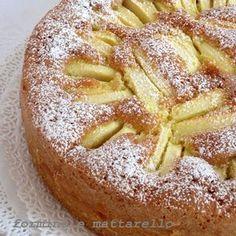 La torta di mele è il dolce che ricorda maggiormente la nostra infanziaed è uno di quei dolci più classici della cucina italiana. Tutti hanno una ricetta per questo dolce, questa è quella che preferisco in assoluto, morbida, profumatissima e facile da preparare. Apple Recipes, Sweet Recipes, Baking Recipes, Cake Recipes, Dessert Recipes, Fig Cake, Torte Cake, Italian Cake, Plum Cake