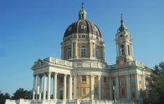 La Basilica di Superga, il bellissimo edificio religioso costruito nel 1731 sulla collina da cui prende il nome, è sicuramente una delle attrazioni più importanti della città di Torino. Impossibile …