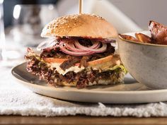 VALAVIER Aktivresort - Angebote Pulled Pork, Hamburger, Ethnic Recipes, Food, Food Food, Shredded Pork, Hamburgers, Burgers, Meals
