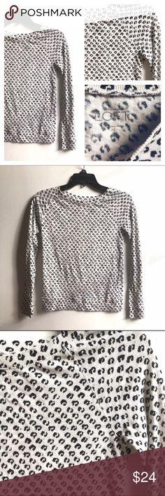 🆕Loft Black & White Cheetah Print Light Sweater Ann Taylor LOFT black & white cheetah print lightweight sweater. 100% cotton. Excellent pre-owned condition. Size XS. LOFT Sweaters Crew & Scoop Necks
