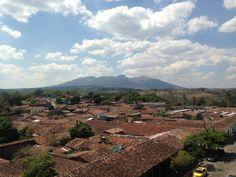 Volcan #Guazapa y tejados de la Ciudad de #Suchitoto. Fotografia desde el campanario de la Iglesia Santa  Lucia | suchitoto.tours@gmail.com