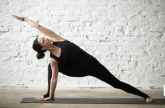 Are you a complete beginner to yoga? This 20 minute yoga routine for beginners will help you tone, improve flexibility, lose weight, and build a strong foundation of some of the most essential yoga poses. Yoga Régénérateur, Yoga Moves, Yoga Exercises, Physical Fitness, Yoga Fitness, Pilates, 30 Minute Yoga, Yoga Routine For Beginners, Yoga Positions