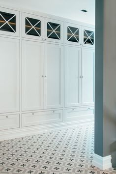 Classic Wardrobe in Hallway www.no Classic Wardrobe in Hallway www. Kitchen Built Ins, Wardrobe Solutions, Wardrobe Furniture, Classic Wardrobe, Entry Foyer, Closet Designs, House Design, Wall Niches, Interior Design