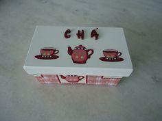 Caixa para chá branco, rosa e vinho com duas divisórias com detalhe de bule e xícara . www.elo7.com.br/esterartes