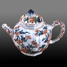 Dutch teapot made in Delft by Arendt Cosyn at De Ross (The Rose) factory, towards the end of the 17th century. Red and white floral decoration on white.