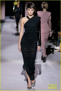 Gigi Hadid, Kendall Jenner & Joan Smalls Hit the Runway for Tom Ford!