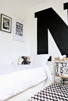 Chambre de garçon / Graphique en noir et blanc / | ATELIER RUE VERTE le blog
