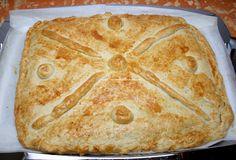 Estupenda empanada rellena con verduras y atún