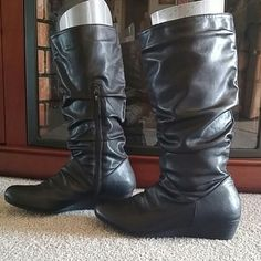 Matrices black boots very gently used maybe 5-6 times. Some un-noticeable minor scratch. More than that it's in very good condition Maurices Shoes Ankle Boots & Booties