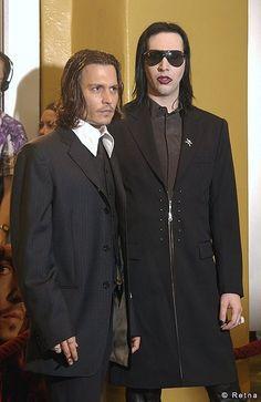 Johnny Depp and Marlyn Manson Tim Burton, Marilyn Monroe Cuadros, Brian Warner, Metal T Shirts, Into The Fire, Twiggy, Metalhead, Celebs, Celebrities