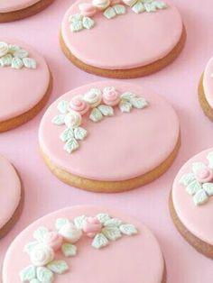 18 Ideas For Cupcakes Pink Fondant Frosting Recipes Pink Cookies, Galletas Cookies, Fancy Cookies, Flower Cookies, Iced Cookies, Cute Cookies, Royal Icing Cookies, Cupcake Cookies, Frosted Cookies