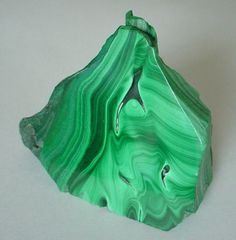 Malachite: most important healing stone but should be handled with caution due to its immense power, and is toxic in its unpolished form; energy amplifier (both good and bad); activates spiritual guidance, visualization, and psychic visions; is a great stone for scrying | #perspicacityparty #magicgeodes #malachite