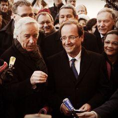 """""""François Hollande et François Rebsamen entourés de journalistes à Dijon #francoishollande #fh2012 """""""
