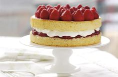 Genoese sponge with strawberries and cream