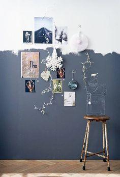Een half geschilderde muur, helemaal hip! Je leest het op http://www.stijlhabitat.nl/inspiratiezaterdag-no-13/ - Stijl Habitat grijs, blauw, vintage, muur, VT Wonen, Woonbeurs