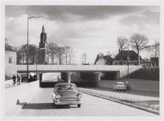 Tunnel tussen de Amsterdamseweg en de Rondweg (nu Stadsring), vlak nadat hij gereedkwam. Op de achtergrond de Onze Lieve Vrouwetoren. Rechts...
