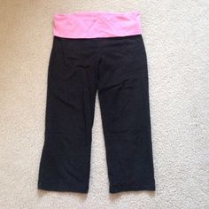 VS Crop Yoga Pants Comfy cute lightly used Victoria's Secret Pants Ankle & Cropped