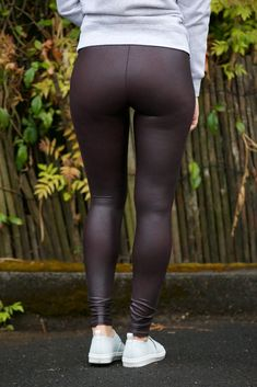 Black Leggings Outfit, Tight Leggings, Sweet Jeans, Spanx Faux Leather Leggings, Flannel Outfits, Mode Jeans, Look Girl, Girls Jeans, Fashion Pants