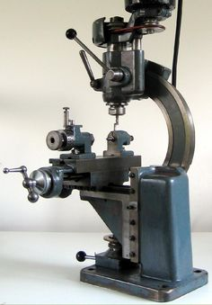 Nora Milling Machine - made by A. Nothelfer & Söhne, at Ravensburg in southern Germany. Antique Tools, Old Tools, Vintage Tools, Benchtop Milling Machine, Metal Mill, Metal Lathe Projects, Routeur Cnc, Metal Shaping, Machinist Tools