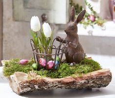 Easter Flower Arrangements, Easter Flowers, Here Comes Peter Cottontail, Easter 2021, Deco Floral, Easter Party, Easter Treats, Centerpieces, Projects To Try