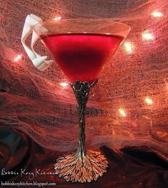 Bobbis Kozy Kitchen: Tipsy Tuesday - Vampire Kiss Martini for #Halloween #drinks #alcohol
