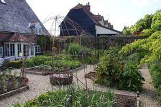 Organic Garden Dreams: Old Down House, Horton - Part I.the vegetable garden Vegetable Garden Tips, Veg Garden, Fruit Garden, Edible Garden, Garden Beds, Veggie Gardens, Garden Gate, Back Gardens, Outdoor Gardens