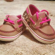 I don't have kids yet but I just HAD to pin these little baby sperrys because they are sooo freakin adorable ! My Little Girl, Little Babies, Little Ones, Cute Babies, Baby Girl Shoes, My Baby Girl, Girls Shoes, Baby Sperrys, Toddler Fashion
