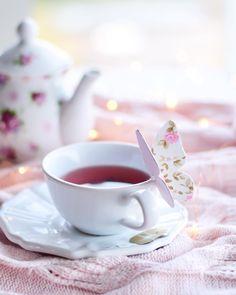 Do you love Tea? Check The Best Tea For a Peaceful Nights Sleep. Tea Cup Art, Tea Cups, Baby Shower Tea, Tea And Books, Wine Tags, Coffee Photography, Bakery Cafe, Best Tea, Oolong Tea
