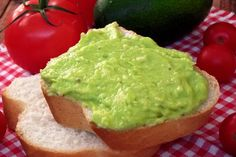 Pasta de avocado - CAIETUL CU RETETE Avocado Toast, Guacamole, Food And Drink, Mexican, Yummy Food, Breakfast, Ethnic Recipes, Salads, Morning Coffee