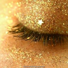 You're a star 🌟 Friday night glitter eyeshadow by Turn off Dead Ringers and get some Drake on! Happy weekend everybody… Yellow Aesthetic Pastel, Gold Aesthetic, Rainbow Aesthetic, Aesthetic Colors, Aesthetic Makeup, Aesthetic Photo, Aesthetic Pictures, Aesthetic Eyes, Green Man