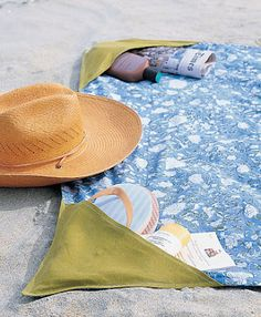 DIY Super Easy Beach Blanket! The built in corners not only store your belongings but also weigh the blanket down!