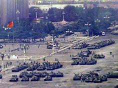 Para evitar más intentos de reconquista, el ejército bloqueó a los manifestantes y la plaza fue cerrada al público durante dos semanas.