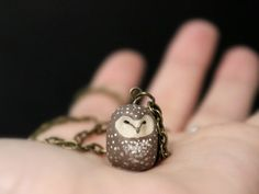 Sooty owl necklace di HandyMaiden su Etsy