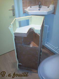 Upcycled Cardboard around a Siphon as Bathroom Furniture Recycled Cardboard Diy Furniture Nightstand, Bathroom Furniture, Furniture Makeover, Bathroom Cabinets, Furniture Ideas, Clever Bathroom Storage, Small Bathroom, Cardboard Storage, Shower Tips