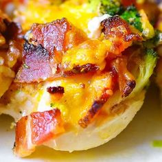 If you love chicken and bacon recipes (and who doesn't?), you will really enjoy this easy Broccoli Bacon Cheddar Chicken dinner. Just throw everything on top of chicken in casserole dish, and then bake in Stew Chicken Recipe, Easy Crockpot Chicken, Yummy Chicken Recipes, Cream Of Chicken Soup, Keto Chicken, Baked Chicken, Diabetic Chicken Recipes, Bacon, Food Pack
