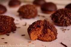 Hérisson « sablé au chocolat recouvert de ganache » Un sablé tout chocolaté pour les fans du chocolat J Ingrédients : pour 12 petits herissons -50g de beurre - 2 jaunes d'œuf -1 c à c de vanille -2 c à s de sucre glace -1 c à s de cacao en poudre -1/2...