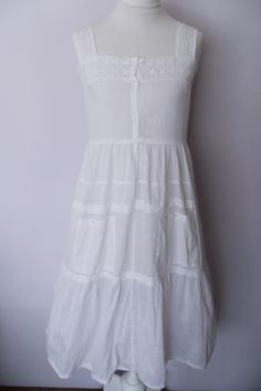 Love this white sundress.... Would be beautiful in a photo shoot in a field at sunset...   #jenniferwarthan
