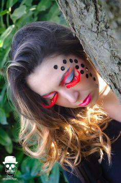 Make up creativo con ciglia finte e strass