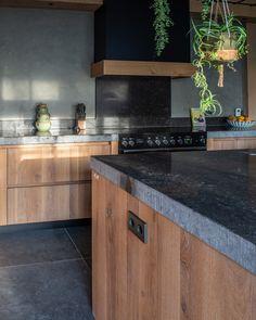 Shaker Style Kitchens, Shaker Kitchen, Modern Farmhouse Kitchens, Wooden Kitchen, Black Kitchens, Home Kitchens, Kitchen Decor, My Home Design, Küchen Design