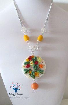 Collana con medaglione realizzato in fimo di Magicla su Etsy