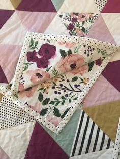 Sewing Projects For Children Bright Floral Triangle Quilt Sewing Hacks, Sewing Crafts, Sewing Tips, Baby Sewing Tutorials, Sewing Basics, Whole Cloth Quilts, Leftover Fabric, Love Sewing, Hand Sewing