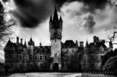 Das Spukschloss in den Ardennen < Château Noisy