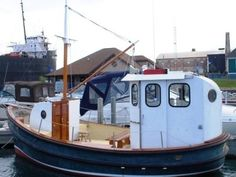 22' Tug Boat Industries 22' Trawler Tug Boats For Sale, Camper Boat, Utility Boat, Wooden Boat Building, Boat Projects, Float Your Boat, Old Boats, Pirate Life, Boat Design