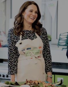 """mr-mrswales: """" At St Luke's Community Centre, The Duchess of Cambridge takes part in preparations for a Commonwealth Big Lunch Duchess Kate, Duke And Duchess, Duchess Of Cambridge, William Kate Wedding, Princess Kate Middleton, Herzog, Princess Charlotte, Royal Fashion, Maternity Fashion"""