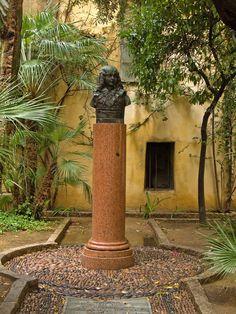 Buste du Roi de Rome par Elie-Jean Vezien, érigé dans ce jardinet en 1936 pour le centième anniversaire de la mort de Letizia, la mère de Napoléon.Ajaccio