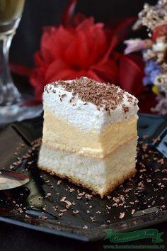 Prajitura Lapte de Pasare Romanian Desserts, Romanian Food, Köstliche Desserts, Delicious Desserts, Yummy Food, Vanilla Cake, Nom Nom, Sweet Treats, Cheesecake