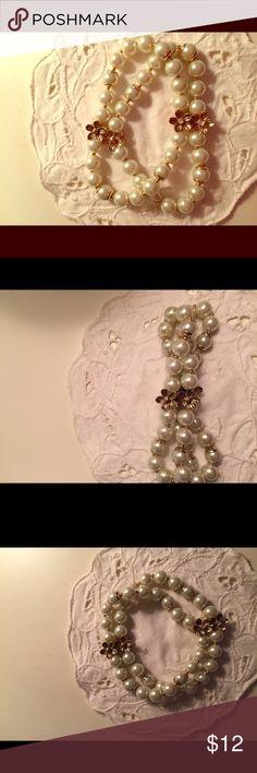 Cute pearl bracelet Stretch brac let with gold flowers. Looks lovely on Jewelry Bracelets