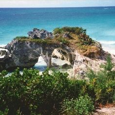 Natural Arches, Bermuda - Natural Arches Beach is located at the southern tip of the peninsula, where it joins with the mainland. This is Bermuda's most famous beach, and was noted for its natural rock formations and caves until they were largely destroyed by Hurricane Fabian in 2003.